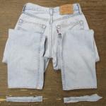 スーパーブリーチ加工で色が超薄くなったジーンズ(アイスウォッシュ) スソ上げアタリ出し加工